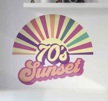 """Frase en vinilo para pared de puesta de sol con diferentes colores con un estilo vintage y la frase """"sol de los 70"""" ¡Descuentos disponibles!"""