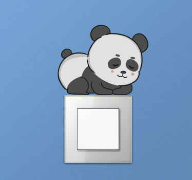 Versier uw schakelaar ruimte met onze decoratieve lichtschakelaar sticker met slapende panda. Het is origineel en gemakkelijk aan te brengen.