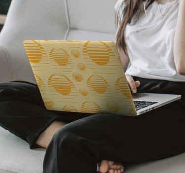 この素敵なデザインのデカールであなたのラップトップを飾りましょう。デザインはいくつかのプリントと黄金色で作られているので、ラップトップで見た目がいいでしょう。