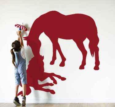 Ilustrační zvířecí samolepka na zeď koně a toho mladého. Můžete vidět matku starat se o mladého koně. Barva je přizpůsobitelná.