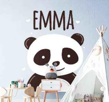 Een gepersonaliseerde vrolijke panda dieren muursticker. Geschikt voor de kinderkamer en kan op andere vlakke ondergronden worden aangebracht zoals meubels, deuren, etc.