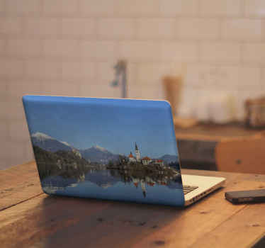 Fantástico vinilo para laptop con paisaje invernal para que decores tu ordenador de forma original. Elige modelo ¡Envío exprés!
