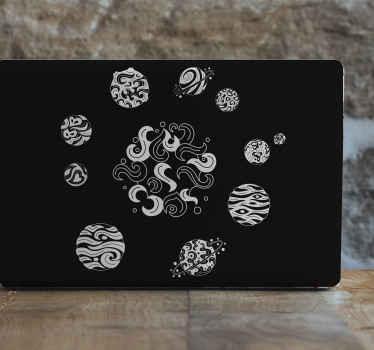 黒の背景を持つ曼荼羅太陽系ラップトップスキン。それはオリジナルで、耐久性があり、適用が簡単です。それはオリジナルで、耐久性があり、適用が簡単です。