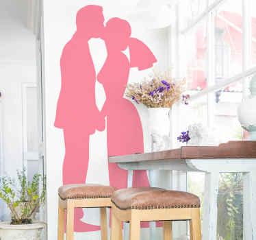 Vinil decorativo silhueta de marido e mulher beijando. A silhueta do vinil autocolante decorativo do casal de noivos pode ser personalizada nas opções de cores e é original.