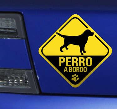 Pegatina de señalización para tu vehículo advirtiendo de que viaja tu mascota. Pegatinas perro a bordo para todos aquellos amantes de las mascotas.