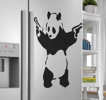 Wenn Sie ein liebhaber von street art und besonders von bansky-kunstwerken sind, würden sie diesen banksy panda mit waffen für kühlschrankabziehbilder lieben.