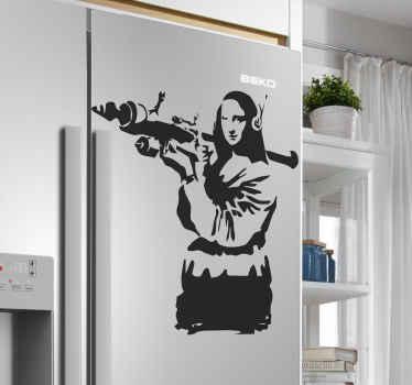 バンクシーアートの装飾的な冷蔵庫のドアのデカール。デザインは、銃を持ったモナリザのイラストです。色はカスタマイズ可能で、簡単に適用できます。