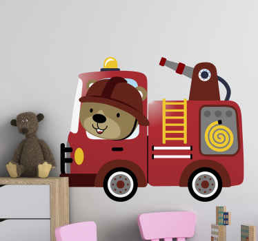 adhesif pour chambre d'enfants et salle de jeux. Une illustration amusante et intéressante d'un petit pompier conduisant sur un camion de pompiers.