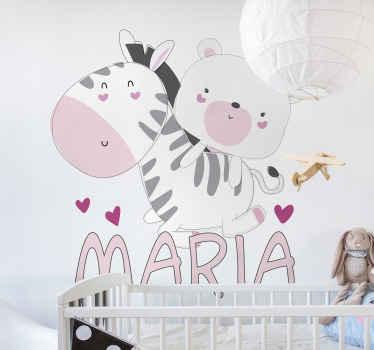 Vinilo para niñas con oso de peluche y cebra en estilo nórdico en el que podrás personalizar el nombre de tu hija ¡Envío exprés!