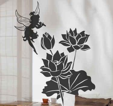 Fee zelfklevende sticker met een afbeelding van een fee die een instrument bespeelt bovenop een bos lotusbloemen. Gemakkelijk aan te brengen.