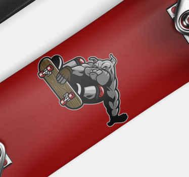 スケートボードに乗る大きな犬のデザインのビニールステッカー。スケートボードにラフで素晴らしいスタイルを簡単に与えるのに最適です。