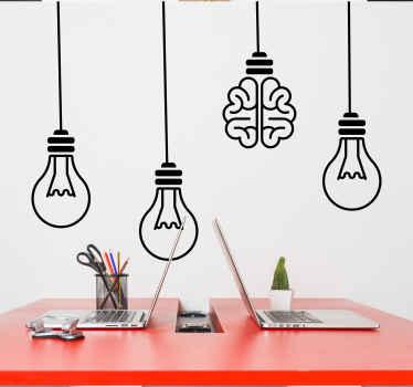 Adesivo da parete cervello con l'immagine di 4 lampadine sospese, una delle quali ha la forma di un cervello. Scegli la tua taglia.