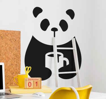 Vinilo animal panda bebiendo café en blanco y negro sostiene una taza de café. Muchos tamaños disponibles para ti ¡Envío exprés!