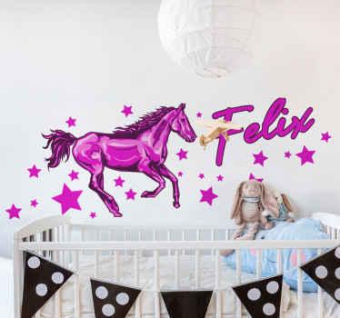 星空の要素で走っている馬を描いたかわいいおとぎ話のファンタジーの子供たちのウォールステッカー。高品質のビニールで作られ、耐久性があります。