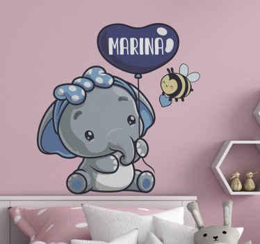 Questo fantastico adesivo da parete elefantino con design personalizzato del nome sarà perfetto per le pareti della camera dei tuoi bambini. Compralo ora!