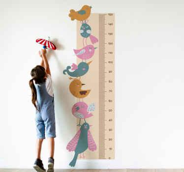 Adesivo grafico altezza che presenta un metro a nastro circondato da uno sfondo marrone un'immagine di adorabili uccelli impilati uno sopra l'altro.