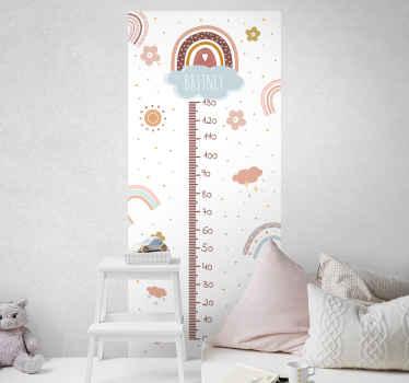 Adesivo fotomurale floreale con metro a nastro circondato da fiori e arcobaleni e al centro il nome di tuo figlio.