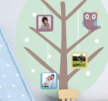写真ウォールステッカー付きの木。装飾は高品質のビニール素材でできており、利用可能な任意のサイズにパーソナライズできます。