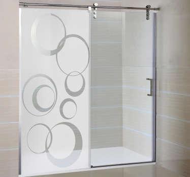 Tutela l'intimità del tuo box doccia con questo adesivo decorativo che raffigura una fantasia di forme circolari.