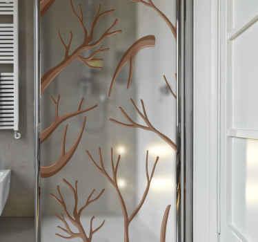 Krásny štítok na sprchové dvere s dizajnom rôznych konárov stromov. Zdá sa, že vetvy majú všetky voľné listy a sú hnedej farby.