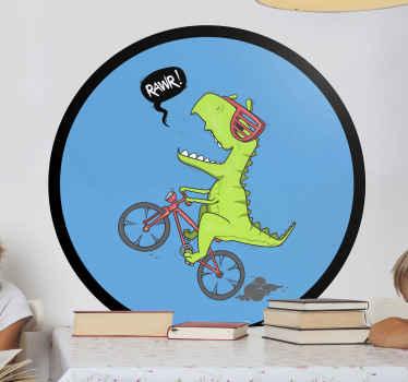 Beau adhesif dinosaure motard sur fond rond. Amusez votre petit avec cette décoration design dinosaure dans la chambre ou la salle de jeux.