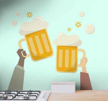 私たちの素敵な装飾的なビールドリンクのイラストデカールでキッチンやバーのスペースを飾ります。それは歓声でビールのカップを持ち上げる両手をホストします。