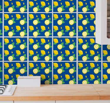 Sticker décoratif pour carrelage mural accueillant de jolis motifs de divers citrons. Facile à appliquer et peut être retiré. Il est étanche