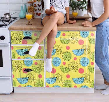 Papel adhesivo para muebles que contiene diferentes ilustraciones coloridas de frutas cítricas en rodajas sobre fondo amarillo ¡Fácil de colocar!
