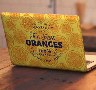Autocollant pour ordinateur portable qui comporte le texte «les meilleures oranges, 100% bio» sur un fond d'oranges colorées.