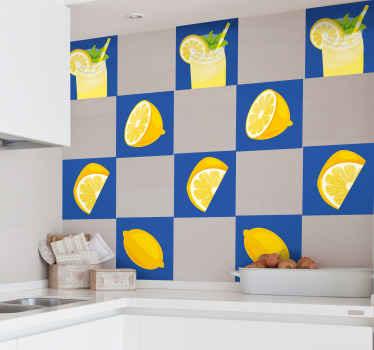 キッチンやその他のスペースのための素敵な装飾ジュースタイルステッカー。すでに絞り出されたレモンジュースをボトルに入れたスライスレモンデザインのコレクション。