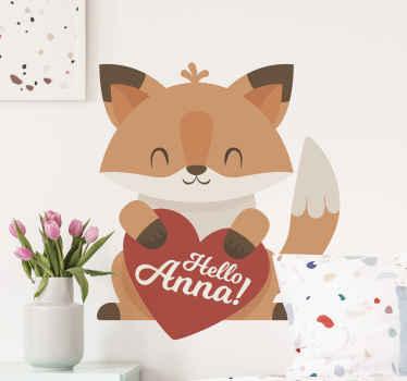 """Bel autocollant avec l'illustration d'un renard animé tenant un coeur avec le texte """"bonjour anna"""" où anna est personnalisable."""