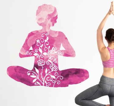 ピンクの色合いと美しい花柄で満たされた、瞑想している人の見事なシルエットが特徴のヨガウォールステッカー。