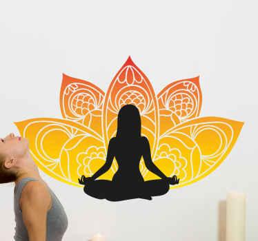 見事な花柄のデザインを背景に、足を組んで瞑想している少女をイメージしたヨガフローラルウォールステッカー。