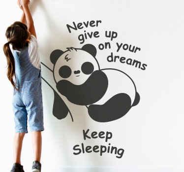adhesif bébé panda pour la décoration de chambre. Il est accompagné de la citation de motivation «n'abandonnez jamais vos rêves, continuez à rêver».
