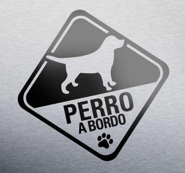 Advierte al los conductores con este vinilo especial que en tu vehículo viaja tu mascota. Si te gustan los perros y eres de los que siempre lo llevas a todas partes, muestra también cuando lo llevas en el coche.