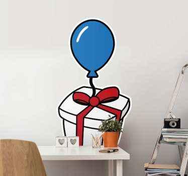 Çocuğunuzun odasını neşe dolu bir atmosferle doldurmak için kırmızı kurdeleli güzel bir hediye kutusu ve mavi bir balonun resmini içeren duvar stickerı.