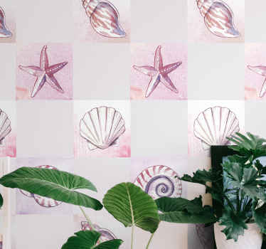 マリンスタイルとヒトデや牡蠣などのイラストが入ったビニールタイルステッカーで、バスルームを飾って海のように感じることができます。