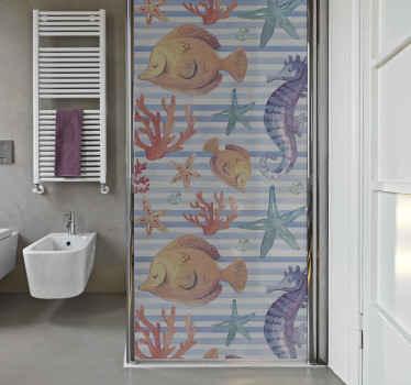 Décorez l'espace de la porte de votre salle de bain avec notre autocollant de la vie marine présenté avec des caractéristiques de poissons