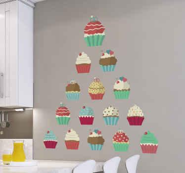 Décalcomanie de petit gâteau qui comporte une pyramide de petits gâteaux, chacun décoré de manière unique pour être délicieux!