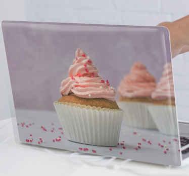 Autocollant de cupcake qui comporte une photo de trois petits gâteaux, décorés de glaçage rose et de paillettes. Choisissez votre taille maintenant.
