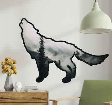 Un design d'autocollant artistique de loup hurlant avec un corps texturé illustrant une forêt brumeuse. Il est fait de sticker de qualité