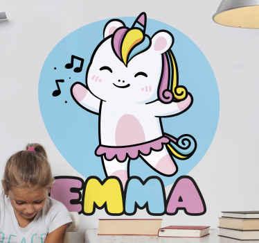 Personaliseer de kamer van uw kind of babyverpleegster met dit kleurrijke schattige cartoon baby eenhoorn zelfklevende sticker. Bestel hem nu!