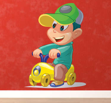 Wandtattoo Junge auf Spielzeugauto