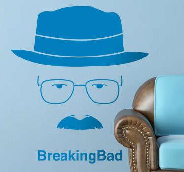 Genial retrato adhesivo del protagonista de la serie americana con su característico sombrero, gafas y bigote.