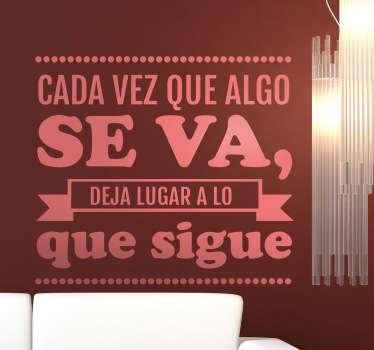 """Extracto de un poético texto en adhesivo del escritor argentino que nos dice """"cada vez que algo se va deja lugar a lo que sigue""""."""