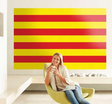 Adhesivo con la senyera catalana, con sus cuatro barras en rojo sobre fondo amarillo.