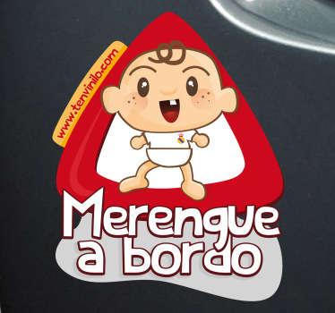 Original pegatina de un bebé aficionado al Real Madrid, para advertir al resto de conductores de qué equipo es la familia.