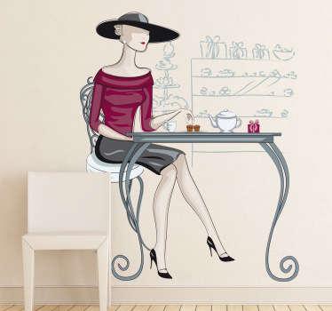Wandtattoo elegante Frau im Cafe