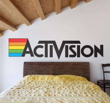 Logotipo en adhesivo de esta clásica marca de videojuegos de los años ochenta.