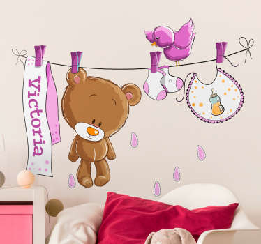 Sticker enfant ours en peluche sur séchoir rose